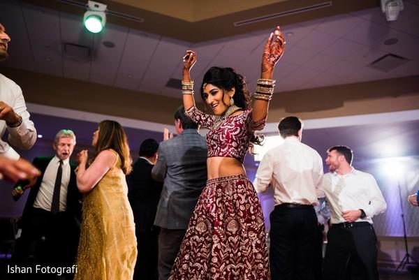 Gorgeous Maharani dancing at the reception