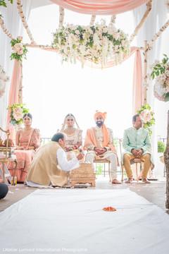 Sensible moment for Indian bride capture.