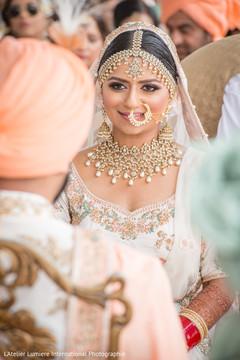 Incredible Indian bridal sikh wedding look.