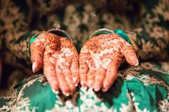 Mehndi design details on Maharani's hands