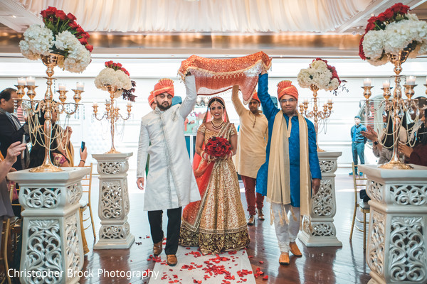 See this beautiful Maharani making her entrance