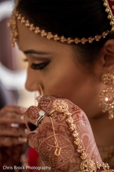 Indian bride Putin her Parvathi nose ring.