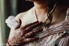 Elegant Indian bridal mehndi art.