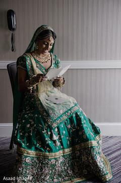 Enchanting Indian bride reading gooms card.
