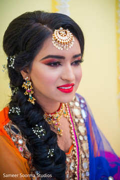 See this dazzling Indian bride wearing the tikka