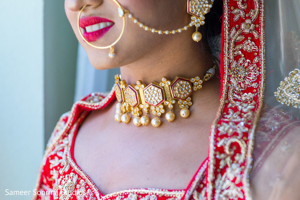 Incredible accessories details of Indian bride