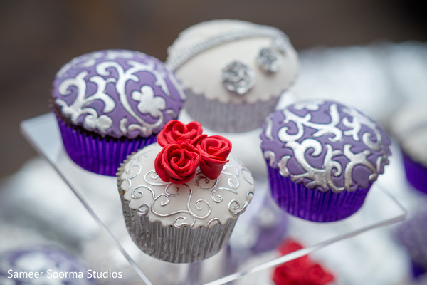 See this delicious cupcakes for the Indian wedding guests