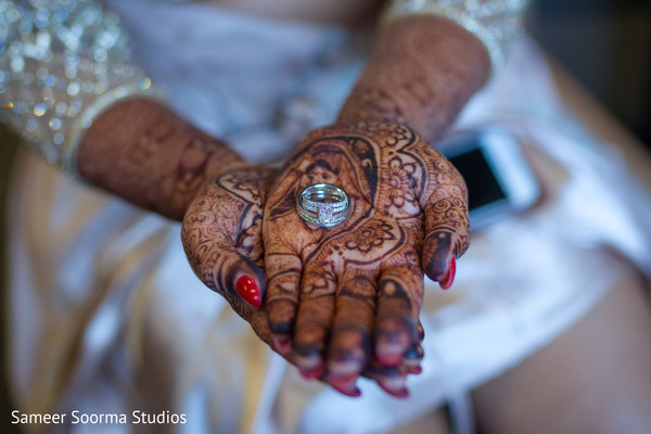 Beautiful Maharani showing her ring and mehndi