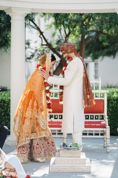 indian bride,indian wedding ceremony,indian groom,jaimala
