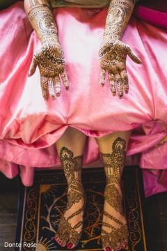 Maharani showing her henna art done.