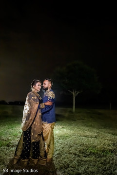 Enchanting Indian lovebirds outdoor photo shoot.