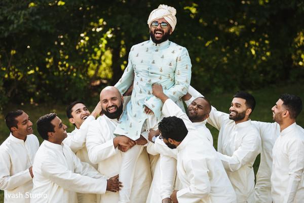 baraat,indian groom,indian groomsmen