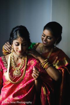 Maharani getting her haar necklace on.