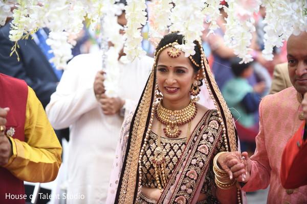 maharani,indian wedding ceremony,big entrance