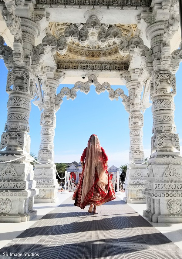 Magnificent capture of Indian bride at the venue towards the ceremony
