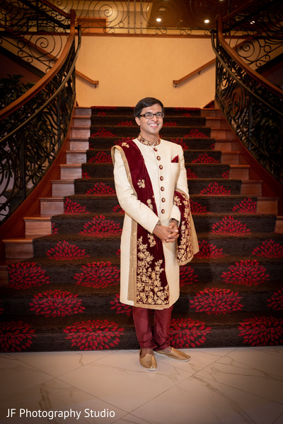 Charming Indian groom photo.