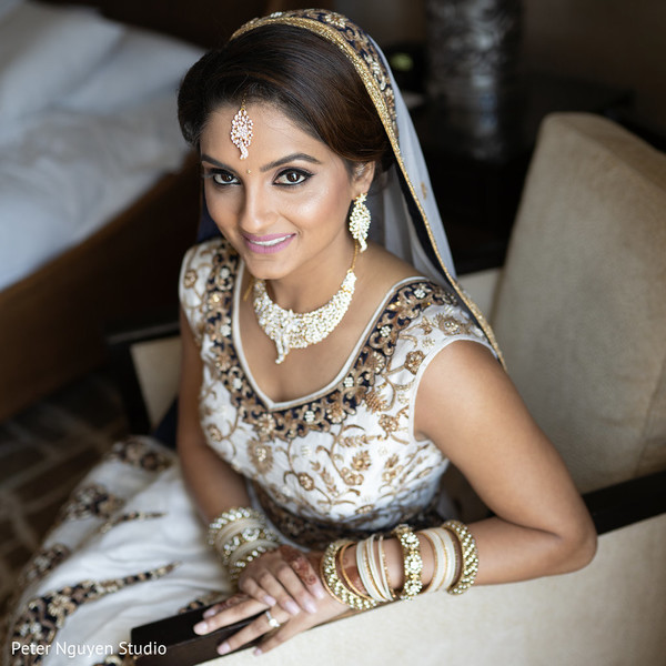 Magnificent Indian bride on her ceremony outfit.