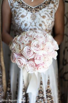 Marvelous Indian bridal bouquet capture.