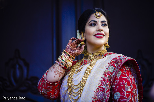 See this gorgeous Indian bride posing for pictures