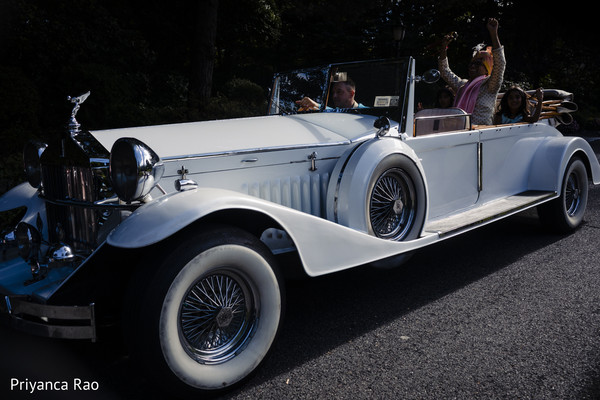 See this elegant car transporting the Indian groom
