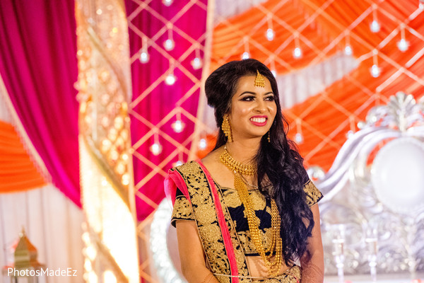 Enchanting maharani at reception capture.
