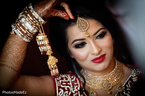 Stunning Indian bride with ceremony jewelry on.