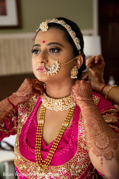 See this beautiful Indian bride getting ready for the ceremony