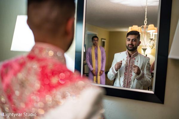 Elegant indian groom capture.