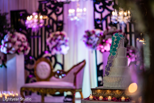 Marvelous Indian wedding cake decoration.