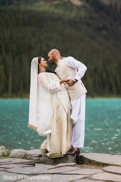 See this incredible shot of the lovebirds