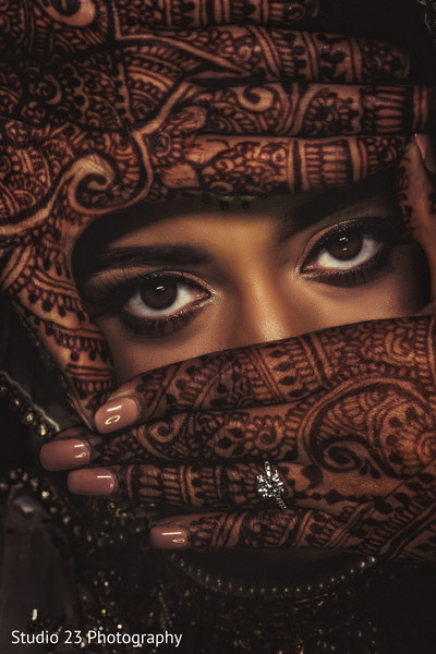 Incredible shot of Maharani showing her mehndi design