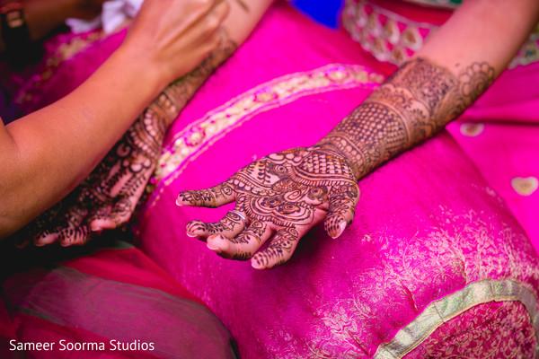 Details of Indian bride's mehndi
