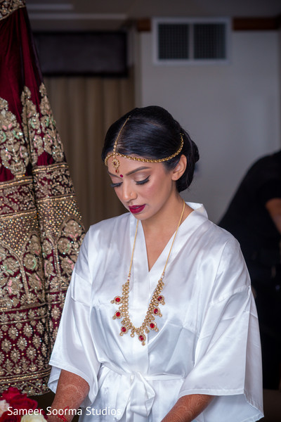 Dazzling Maharani getting ready for the ceremony