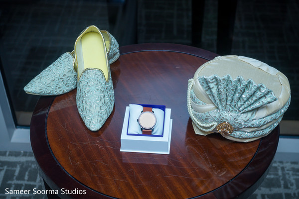 Shoes, pagri and accessories of the Indian groom