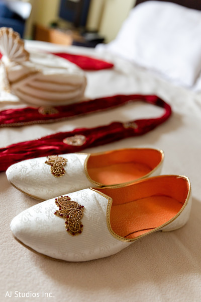 Stylish Indian grooms ceremony accessories.
