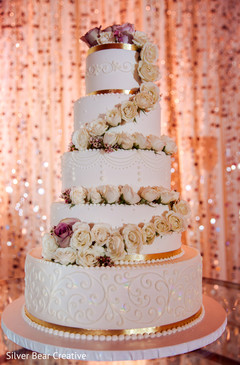 Stunning Indian wedding cake capture.