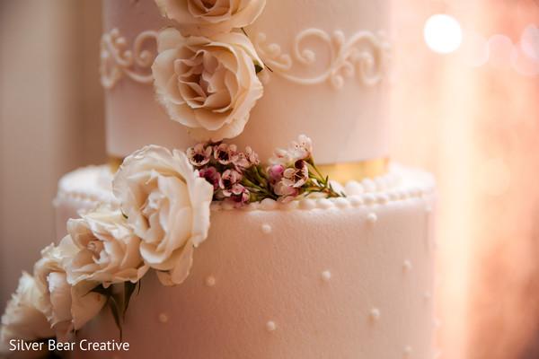 Marvelous Indian wedding cake flowers decoration.