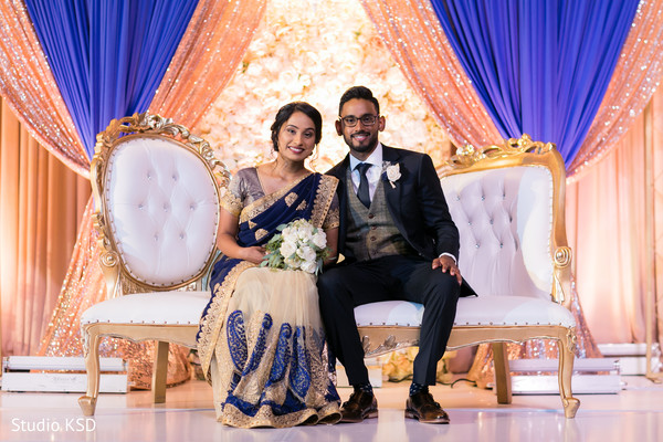 See this beautiful Indian couple posing at the stage