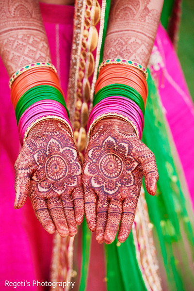Details of Maharani's mehndi design
