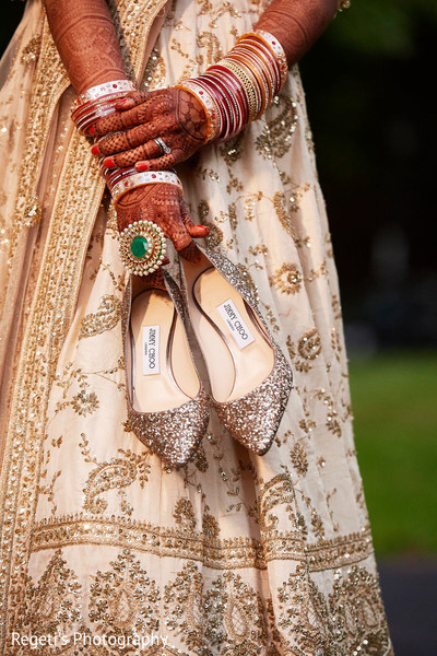 Maharani holding her shoes