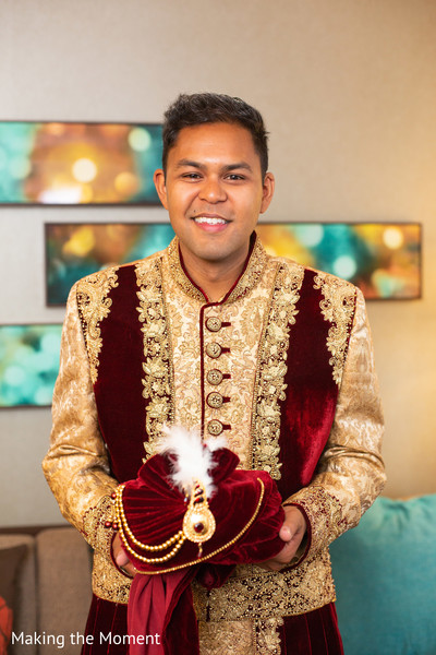 See this elegant Indian groom posing for pictures