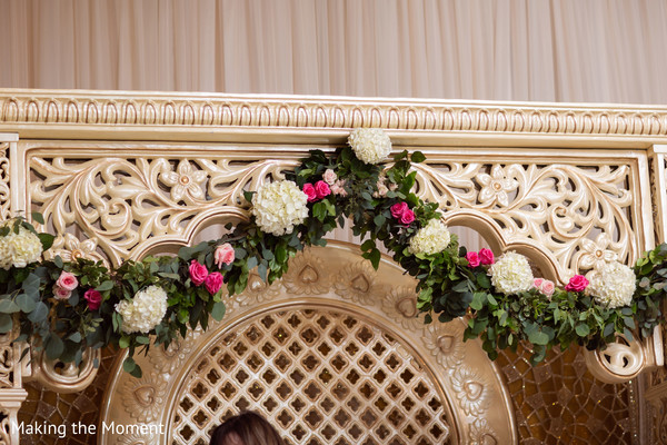 Dazzling floral arrangement of the Indian wedding