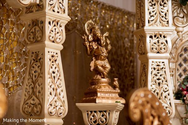 Dazzling floral arrangement of the Indian wedding