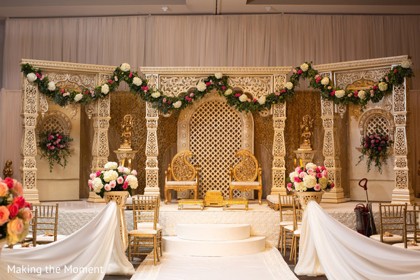 See this beautiful Indian wedding stage