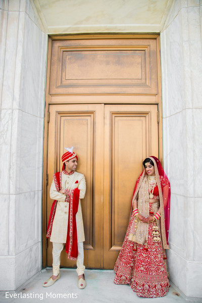 Ravishing Indian bride and grooms outdoors capture.