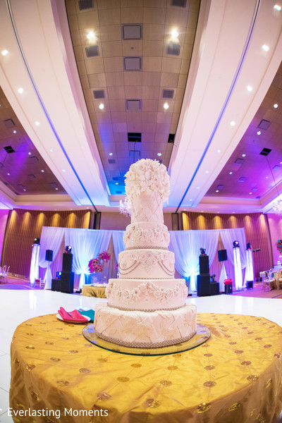 Marvelous Indian wedding cake decor.