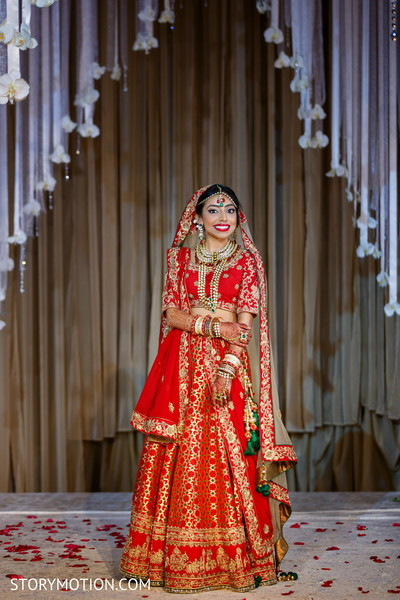 Insanely cute Indian bride capture.