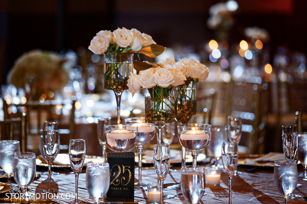 Incredible roses table decoration.