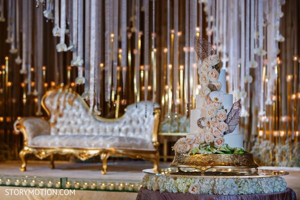 Indian wedding cake rose decorations capture.