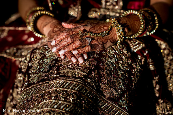 See this beautiful Indian jewelry and mehndi